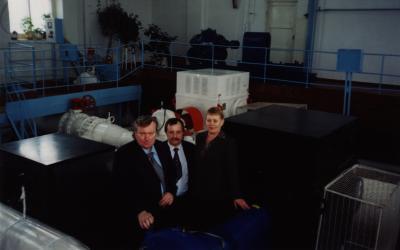 Генеральный директор «АСТиВ» Андрей Шеверев (слева), представитель GRUNDFOS Андрей Хозей и директор биробиджанского МУП «Водоканал» Вера Покатиловская.