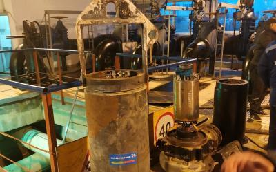 На КНС установлены высоконапорные погружные канализационные насосы Grundfos S2.100.200.1600.4.70H.S
